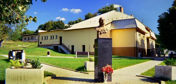 Pamätná izba a busta Štefana Závodníka